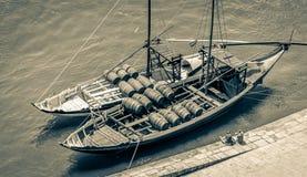 典型的rabelo小船从高观点在波尔图,葡萄牙 免版税图库摄影
