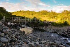 典型看法在Skaftafell国家公园向河和小 免版税库存照片