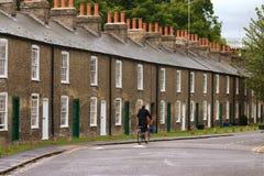 典型英国房子行 免版税库存图片