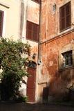 典型街道在罗马-意大利 免版税库存图片