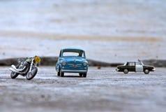 经典小的汽车和自行车玩具 免版税库存图片