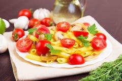 经典意大利食物-面团 库存图片