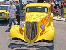 经典旧车改装的高速马力汽车 库存图片