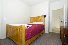 经典时髦的卧室 免版税图库摄影