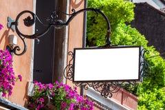 经典样式空白室外标志大模型 免版税图库摄影