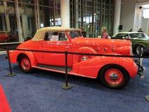 经典橙色LaSalle系列50敞篷车小轿车 库存照片