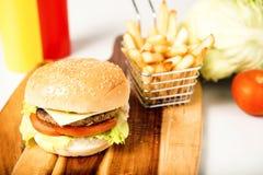 经典汉堡包用乳酪 库存照片