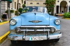 经典汽车出租汽车-旅馆Nacional -哈瓦那,古巴 图库摄影