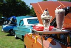 经典汽车和冰淇凌新奇 库存图片