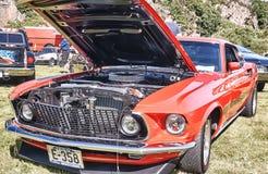 经典汽车的边在红色的 免版税库存照片