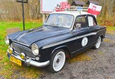 经典法国汽车Simca Aronde停放了 库存照片