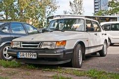 经典瑞典汽车900停放的绅宝 免版税库存图片