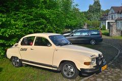 经典瑞典汽车96停放的绅宝 免版税库存图片