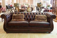 经典皮革沙发 免版税库存图片