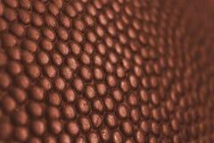 经典篮球球细节皮革表面纹理背景 免版税图库摄影