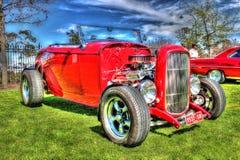 经典红色福特旧车改装的高速马力汽车 免版税库存图片