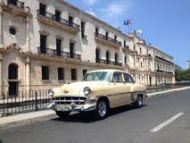 经典美国人薛佛列在哈瓦那旧城, La Habana Vieja,古巴, 2016年5月27日 免版税库存照片