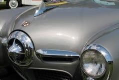 经典美国汽车前灯和前面格栅 免版税库存照片