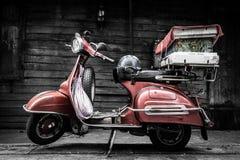 经典老时尚葡萄酒样式摩托车 免版税库存图片
