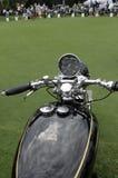 经典英国文森特摩托车拨号盘把手和坦克 图库摄影