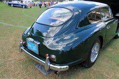 经典英国跑车背面图 免版税库存照片