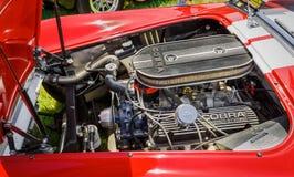 经典葡萄酒跑车惊人的特写镜头视图详述了发动机零件 免版税库存照片
