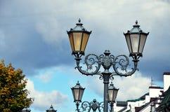 经典街道灯笼在现代城市 库存图片