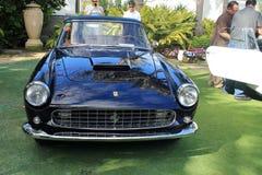 经典豪华法拉利跑车前面 免版税图库摄影