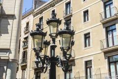 经典路灯柱在巴塞罗那列斯漫步  免版税库存照片