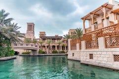 经典迪拜大厦在Madinat Jumeirah,阿拉伯联合酋长国 免版税库存照片