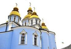 经典金黄屋顶和蓝色墙壁在圣迈克尔大教堂在基辅Ucraine 免版税库存照片