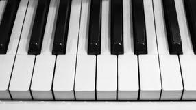 经典钢琴钥匙 免版税库存照片