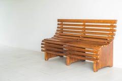 经典长木凳内部 免版税库存图片