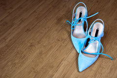典雅和时髦的现代妇女鞋子 免版税库存照片