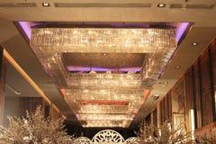 典雅枝形吊灯的水晶 图库摄影