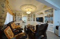 典雅的东方经典葡萄酒中国客厅,内部d 库存图片