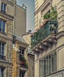 典雅的公寓楼在巴黎 库存照片