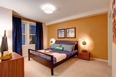 典雅的卧室内部 库存图片
