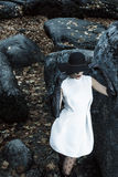 典雅的女孩在公园 免版税图库摄影