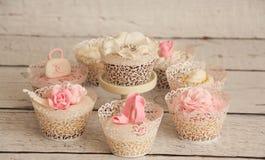 典雅的婚礼杯形蛋糕 免版税图库摄影