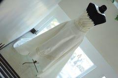 典雅的婚礼礼服 免版税库存照片