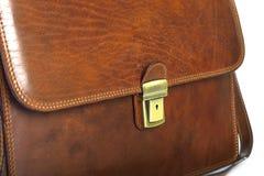 典雅的布朗,在白色背景有专业样式的现代皮革公文包隔绝的 库存图片
