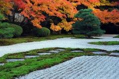 典雅的庭院秋天 免版税图库摄影