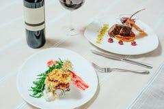 典雅的开胃小牛肉用樱桃调味汁和火鸡与Migdal 图库摄影