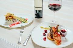 典雅的开胃小牛肉用樱桃调味汁和火鸡与Migdal 库存照片