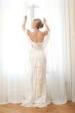 典雅的新娘开窗口 免版税图库摄影
