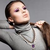 典雅的时髦的女人 免版税库存图片