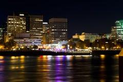 典雅的晚上小船旅行在波特兰别致的区  免版税库存照片