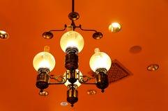 典雅的枝形吊灯 免版税库存图片