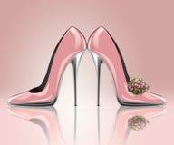 典雅的桃红色婚礼鞋子 库存图片